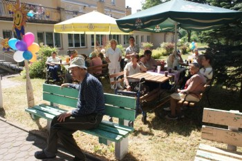 Miniatura zdjęcia: 01.07.2010r. Dziecu Europy- z wizytą w DPS [fot.I.Kulczyk]_DSC04889.JPG