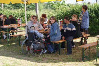 """Miniatura zdjęcia: 27.05.2009r. Biesiada w Rodzinnym Ogródku Działkowym """"Jutrzenka""""[foto:I.Kulczyk]_DSC09528.JPG"""